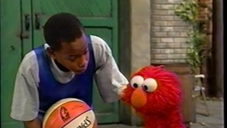 Sesame Street : Elmo Plays Basketball with Miles