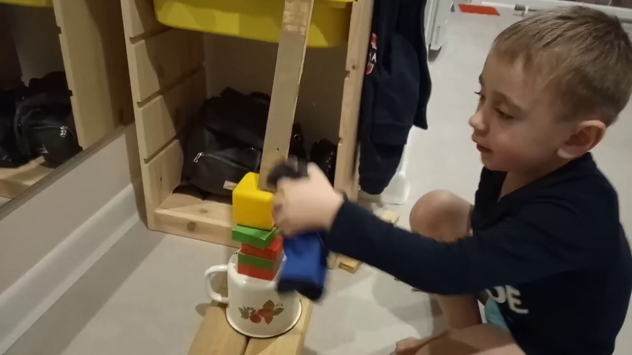 Мальчик на транспортере транспортер птс м