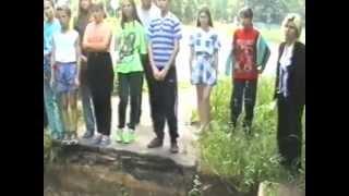 У памятника погибшим в Великой Отечественной войне  1998 или 1999
