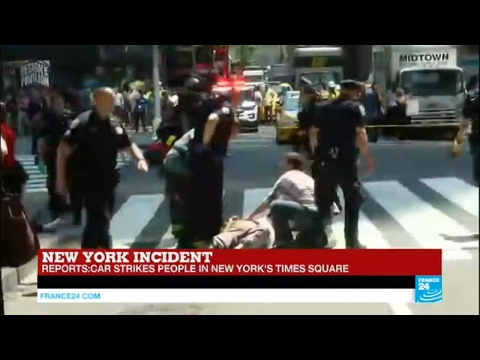 US - A car strikes people in New York