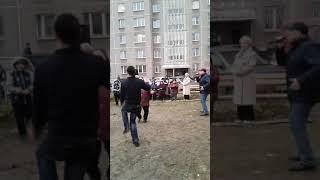 Смотреть видео Праздник Во Дворе ! ДЕПУТАТ БУРМАТОВ УСТРОИЛ!В честь день рождения Единной России!(1) онлайн