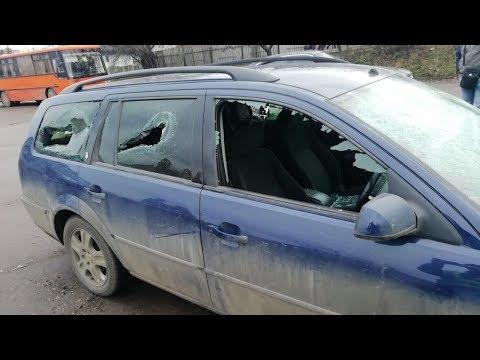 Пьяный полицейский C друзьями избили мужчину и разбили его машину