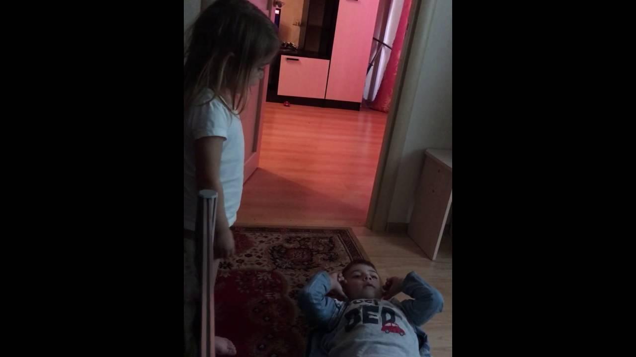брат трахнул сестру видео онлайн