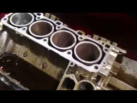 Porsche 928 GTS AluSil Motorblock honen
