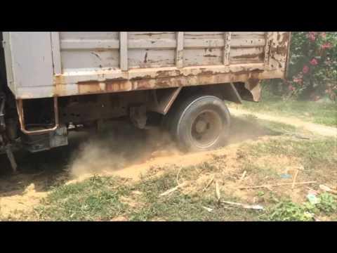 รถบรรทุกหกล้อดั้มพ์ติดหล่มทราย - Earthmover Tube