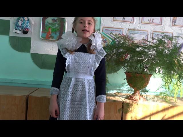 Изображение предпросмотра прочтения – РенатаГорбачёва читает произведение «Мартышка и очки» И.А.Крылова