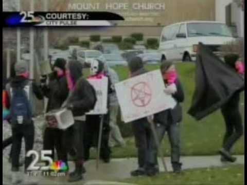 Radical Gays Storm Church!Kaynak: YouTube · Süre: 1 dakika57 saniye