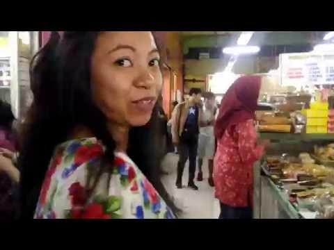 wisata-kuliner-pasar-blauran-surabaya---lontong-mie-vs-nasi-kuning