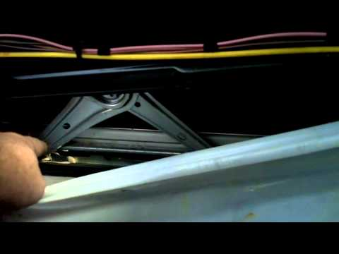 w208 window track/regulator lubrication
