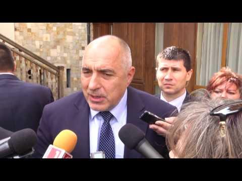 Бойко Борисов: Благодаря на земеделския министър, че е опровергал поредната клиширана и манипулативна атака на БСП за спряната ПРСР. Досега не се говореше за натиск по политически причини, но явно ще се направи интервенция и БСП се готви да купи изборите. Със смяната на областните управители, смяната на главния секретар на МВР, сега сигурно ще почнат и полицейските началници – вероятно това ще направят по моите предположения. Преди една седмица г-н Герджиков каза, че за да угоди на Корнелия Нинова са спрели програма в земеделието, а се оказа, че тази програма просто е приключила, а не е била спряна.