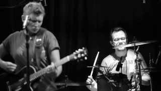 Концерт Д. Арбениной в Б2. Видео: Лиза Канунникова(Концерт, которого сначала не было в списке выступлений группы, взорвал клуб Б2 вечером в Старый Новый Год...., 2014-01-22T07:51:32.000Z)
