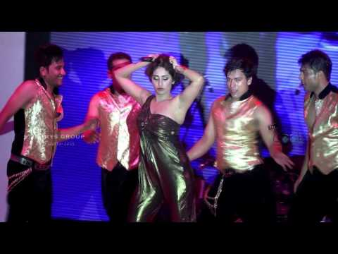Neha Bhasin SEXY MOVES ON DRUM...