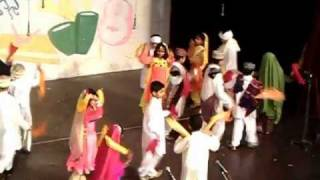 Pakistan Cultural Dance performed by Young Pakistanis :)