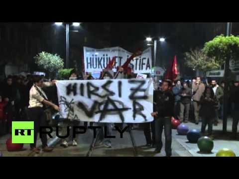 Turkey: Hundreds protest against corruption