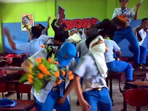 Harlem Shake Surabaya @School!!! part 1