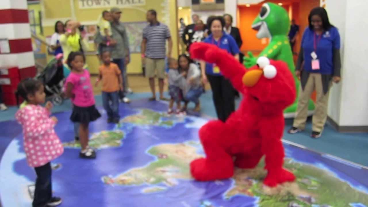 National Children's Museum- The Lab DC- BBoy Elmo - YouTube