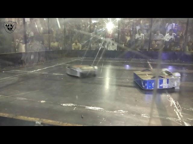 Robowars | Technovanza17 (VJTI) | Taanaji vs Karma Semi Final Match