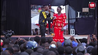 MR SEED SUPRISES HIS FANS INTRODUCING HIS MOTHER DURING HIS PERFORMANCE IN EMB TOUR MATHARE.