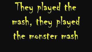 Monster Mash Lyrics