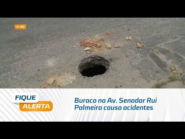 Buraco na Av. Senador Rui Palmeira causa acidentes