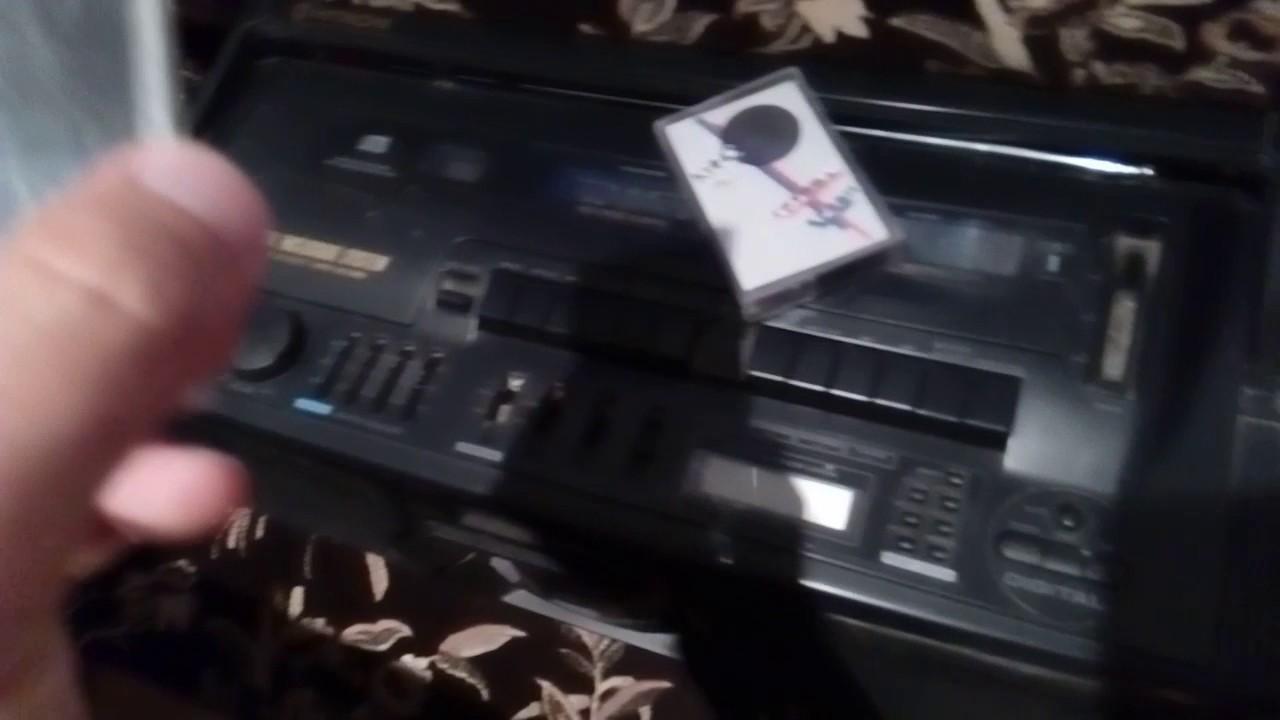 Виктор Цой группа Кино слушаю на кассетах