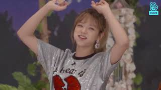 Jeongyeon singing with 4(?) jawbreakers in her mouth - Twice Vlive