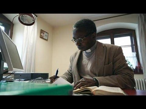 Almanya'da ölüm Tehdidi Alan Rahip Kiliseden Ayrıldı