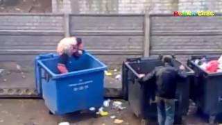 Пьяные бабы жгут.  Бой за мусорку.  #ржака