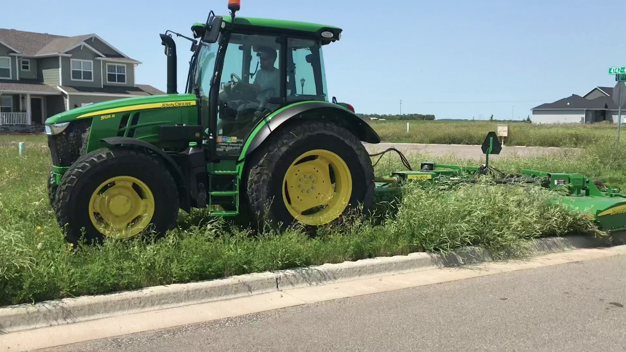 John Deere 5125R and HX15 Flex-wing Rotary Cutter Clearing Empty Lots