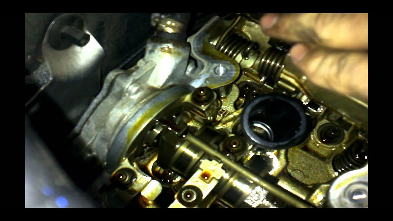 BMW E87 & E90 (1 & 3 Seriers) Rocker Cover & Vacuum Pump Replacement How to DIY: BMTroubleU ...