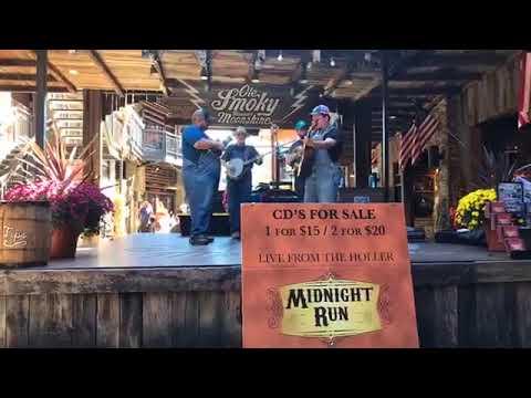 Live Music from Ole Smoky Moonshine Holler in Gatlinburg