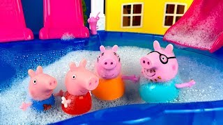 STORY WITH PEPPA PIG PLAYING IN A BUBBLE BATH ON A COLD RAINY DAY
