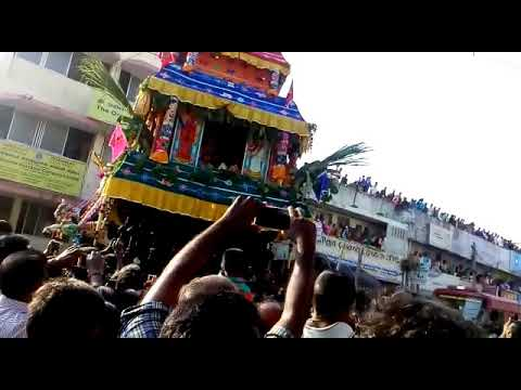 Udumalpet Car Festival crossing Central Bank of India and Oriental Insurance Company Limited