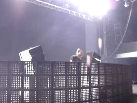 DJ Tiësto @ Airport Arena, Thessaloniki, Greece 09-09-2009 Olive - You 're Not Alone (Webster Mix)