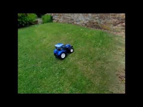 Britains Big Farm New Holland Radio Control Toy Tractor 42601