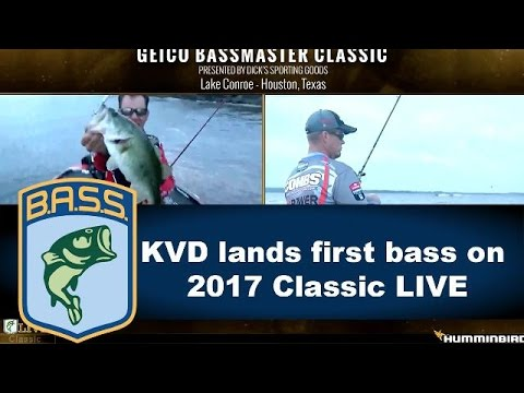 Kevin VanDam catches the first fish of the live show at the Bassmaster Classic