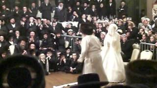 Toldos Aharon rebbe mitzvah tantz - Williamsburg, Brooklyn January 2009