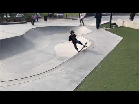 Skateboard Tre - 23 ( 8 Year Old Skateboarder )