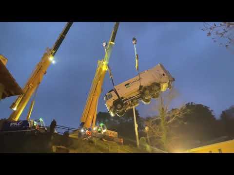 VÍDEO Rescate camión accidentado en Cangas de Onís