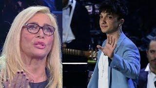 Mara Venier schiaffeggiata da Ultimo, il gesto di stizza del cantante dopo le polemiche