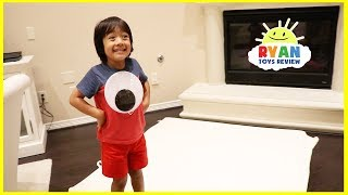 Giant Magical Googly Eyes Hide and Seek with Ryan ToysReview! thumbnail