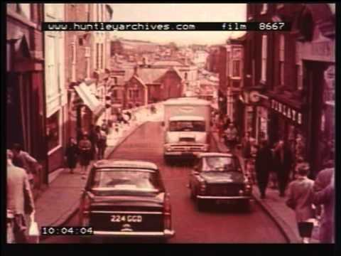The bus is better than the car in the 1960's, film 8667