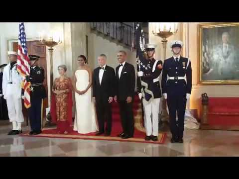 White House state dinner: Leaders head into the dining room
