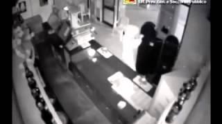 Ladro Tenta Furto in Bar Ma Perde l