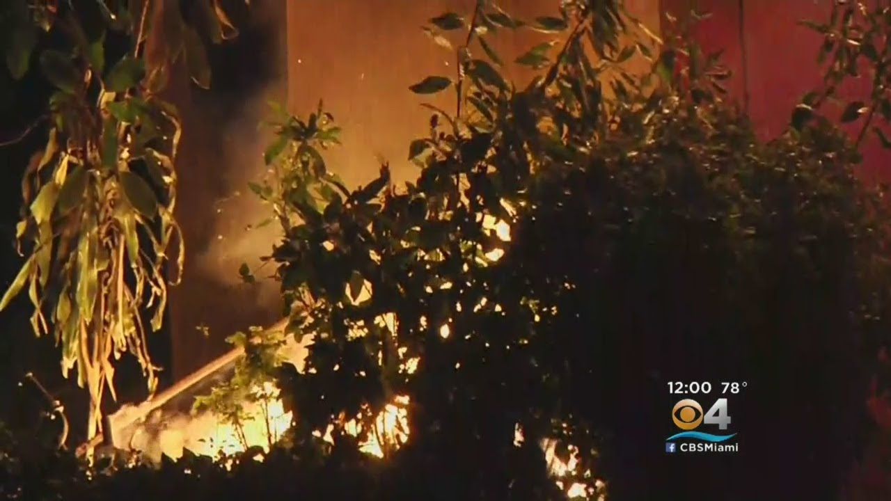 Christmas Fire Severely Damages Miami Gardens Home - YouTube