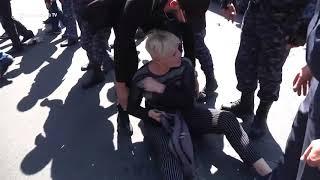 Ոստիկանությունն ուժի կիրառմամբ բացեց մոտ 2 ժամ արգելափակված Կիևյան փողոցը