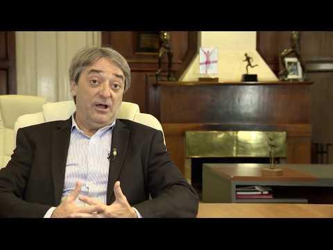 Fernando Cáceres: Universalización de la educación física.