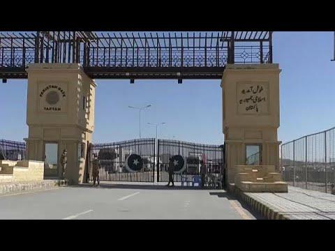 شاهد: باكستان تغلق حدودها مع إيران بسبب تفشي فيروس كورونا …  - نشر قبل 60 دقيقة