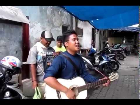 WOW Suara Emas Pengamen Batak  'Mardua Holong'