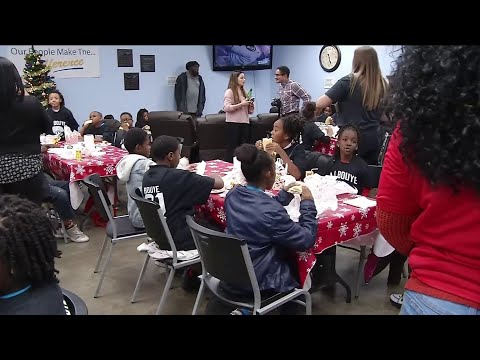 jaguars'-a.j.-bouye-hosts-50-children-for-night-of-holiday-shopping